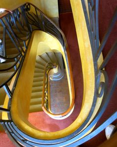 Stairwell inside the historic Everglades House, Leura NSW Australia National Trust, Arts And Crafts Movement, Blue Mountain, Historic Homes, Historical Sites, Art Decor, Art Nouveau, Travelling, Bucket