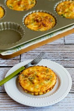 These Crustless Breakfast Tarts with Asparagus and Goat Cheese are a perfect brunch dish for spring, and asparagus fans will love this dish. Tart Recipes, Low Carb Recipes, Vegan Recipes, Meatless Recipes, Vegetarian Breakfast Recipes, Low Carb Breakfast, Vegetarian Keto, Enchiladas Potosinas, High Tea Food