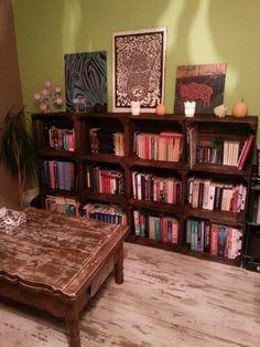Regał ze skrzynek po jabłkach Bookcase, Shelves, Diy, Home Decor, Shelving, Bricolage, Shelving Racks, Bookshelves, Interior Design