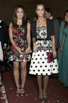 La preocupante delgadez de Isabel Preysler - Terra España Over 50 Womens Fashion, Fashion Over 50, Glam Dresses, Cute Dresses, Moda Formal, Brooches, Divas, Fashion Beauty, Barcelona