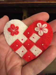 Woven red and white felt pin brooch by NoraKLovelyCreations on Etsy Felt Projects, Projects To Try, Baba Marta, 8 Martie, Diy And Crafts, Arts And Crafts, Embroidery Stitches, Brooch Pin, Fabric Crafts