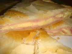 Tarta de jamon y queso. Gf Recipes, Kitchen Recipes, Cooking Recipes, Argentine Recipes, Argentina Food, Easy Weekday Meals, Best Food Ever, Love Eat, Latin Food