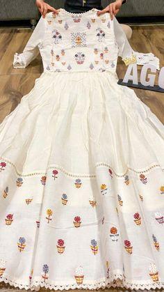 Girls Frock Design, Fancy Dress Design, Stylish Dress Designs, Indian Fashion Dresses, Indian Designer Outfits, Girls Fashion Clothes, Designer Dresses, Embroidery Suits Design, Embroidery Fashion