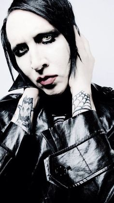 Marilyn Manson just bc I think he's a fascinating individual and interesting to look at. I liked his first few albums, but after 2000 The White Stripes, MCR, and Ryan Adams took over my musical interests. Marilyn Manson, Rock Bands, Brian Warner, Ryan Adams, Foto E Video, Instagram, Anti Christ, Nu Metal, Heavy Metal