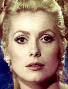 How tall is Catherine Deneuve? How much is Catherine Deneuve worth?
