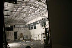 Bis 14.12. wurde das Glasdach abgedeckt und gedämmt, eine Lüftung eingebaut, der Zugang zum Raucherhof errichtet und vieles mehr... Roots, Glass Roof, Cover Up, Built Ins