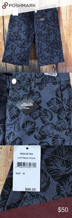 """NEW! Bonobos Maide Golf Shorts Los Palms Check Great shorts by Bonobos  Maide  Golf  Los Palms Check  Zip fly with snap closure  Belt loops  Side entry front pockets  Back pockets with button closure  98% Cotton, 2% Elastane  Size 30  Measures  16"""" across waist  Measures  20"""" in total length  Inseam is 10.5""""  NEW with tags  MSRP $98 Bonobos Shorts"""