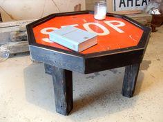 Reclaimed Stop Sign Table Car Furniture, Wood Pallet Furniture, Automotive Furniture, Automotive Decor, Furniture Making, Backyard Creations, Wood Creations, Cool Woodworking Projects, Diy Projects
