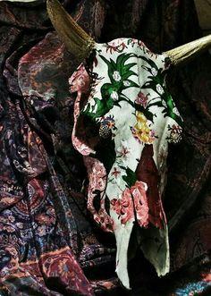 Botanical Garden decorative cow skull / October 2014