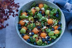 Summer salad with melon, blueberries and advocado. Raw Food Recipes, Wine Recipes, Healthy Dinner Recipes, Salad Recipes, Vegetarian Recipes, Waldorf Salat, Fancy Salads, Food Inspiration, Frisk