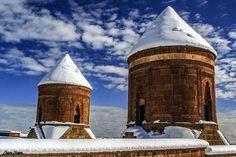 Ahlat - Bitlis Fotoğrafı gönderen: Cesim Şeker @cesim_seker Islamic Architecture, The Province, Burj Khalifa, Archaeology, Istanbul, Empire, To Go, Turkey, Texture