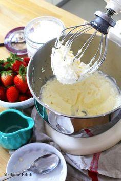 Krem z bitej śmietany i mascarpone - Madame Edith Frosting, Icing, Polish Recipes, Aesthetic Food, Diy Food, Cake Cookies, Parfait, Food And Drink, Cooking Recipes