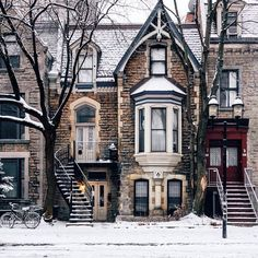 """Fresh snow, this morning. Montreal"