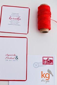 minimalistyczne typograficzne, skromne zaproszenie ślubne z czerwoną lamówką, znaczek i stempel na kopercie