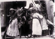 Mexico, Revolution. Women disembarking from a train. Photo by Agustín Victor Casasola (1874-1938). Cf. http://content.cdlib.org/ark:/13030/hb0v19p09c/?layout=metadata&brand=calisphere