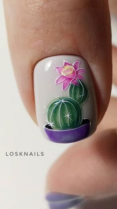Nail art Christmas - the festive spirit on the nails. Over 70 creative ideas and tutorials - My Nails Flower Nail Designs, Flower Nail Art, Gel Nail Designs, Art Flowers, Dark Pink Nails, Green Nails, Cute Nails, Pretty Nails, My Nails