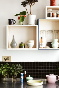 The warehouse-style home of Melbourne-based artist, Kirra Jamison, is full of colourful and eclectic furniture and art. Kitchen Interior, Kitchen Decor, Kitchen Design, Kitchen Styling, Eat In Kitchen, Open Kitchen, Kitchen Box, Kitchen Shelves, Kitchen Storage