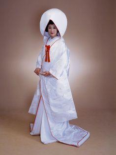 Shiromuku, modern Japanese wedding kimono Japanese Wedding Kimono, Japanese Kimono, Traditional Wedding Attire, Traditional Dresses, Oriental Fashion, Ethnic Fashion, Kimono Tutorial, Kimono Pattern, Japanese Outfits