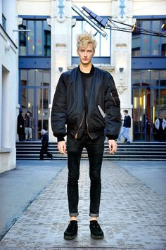 The 90's indie and punk rock trend is something I will be channelling a lot throughout 2015 in my more formal style. Here is the perfect example of the this rock style mixed with the sports Luxe trend that we've seen and will be seeing lots more of this year. Try big oversized jackets contrasted with ultra skinny jeans and wedged formal shoes for a cool look.