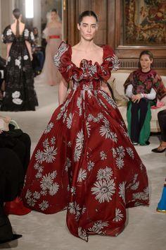 La leçon de haute couture de Valentino - Madame Figaro