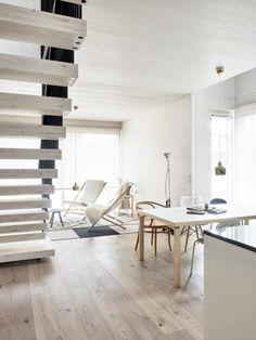 Vivola – veistosmaiset portaat Dining Bench, Divider, New Homes, Room, Inspiration, Furniture, Home Decor, Marriage, Bedroom