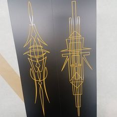 hotrodjen Painted these examples up for my Quebec trip, the left is made up of nothing but C curves and the right is made up with all straight lines . Pretty neat to practice building designs made up with a single stroke style . #pinstriping #pinstripingwithpassion #learn #gnarlymagazine_88mph #gnarlymagazine #artlife