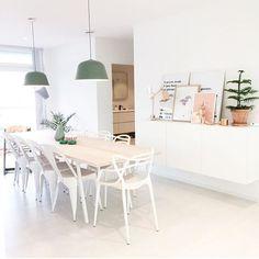 Spisestuen din altså @cathrinehenden Her ser dere lampen Ambit i dusty green x 2 Utrolig stilig! Du får kjøpt de hos oss www.nordiskehjem.no #mittnordiskehjem #nordiskehjem #diningroom #interior #ambitlamp #muuto #nettbutikk