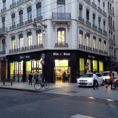 BIO C BON Lyon République  - 17 rue de la République 69002 Lyon  A l'étage, tout un tas de produits en vrac, des graines au thé en passant par les gateaux (attention à l'huile de palme!) et les flocons d'avoine.  #bio #vrac #lyon #zerodechet #zerowaste