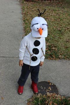 kleiner Junge mit Olaf Schneemann Kostüm - leicht zum Selbermachen