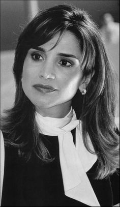 Beautiful hair Style for Queen Rania.
