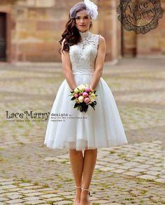 Os vestidos com comprimento mais curto são ideais para noivas que curtem uma pegada mais retrô. Além de serem leves e mais frescos!