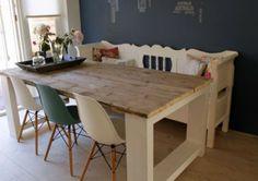 Steigerhouten tafel Millau. Gemaakt van extra dikke steigerhout planken en mooie witte poten. Landelijke stijl.
