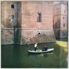 Crociera nel fossato... Castello Estense. #MyFerrara #comunediferrara #charliebeef #igersferrara #Ferrara - temporary admin: @charliebeef