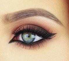 How To- Easy Cat Eye Makeup! ...MeowWatch tutorial