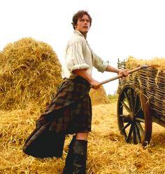 ~Jamie Fraser~ Boots + Kilt = Win ♡ #Outlander @Outlander_Starz @Heughligans @JeSuisPrestNow pic.twitter.com/86NYHdEo4g