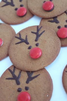 Reindeer cookies, totally doing these for Christmas! Xmas Food, Christmas Sweets, Christmas Goodies, Christmas Candy, Christmas Baking, Christmas Decorations, Holiday Fun, Christmas Feeling, Christmas Love