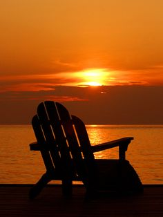 Relaxing Adirondack Chair just made for a beautiful Sunset Peaceful Places, Beautiful Places, Beautiful Pictures, Orange Aesthetic, Beautiful Sunrise, Strand, Les Oeuvres, Scenery, Ocean