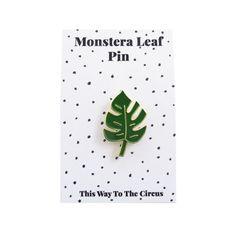 Monstera Leaf Enamel Pin por ThisWayToTheCircus en Etsy