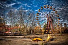 Pripyat, Ucrania. (1)  Antiguamente esta ciudad poseía una población de 50.000 personas; debido a la catástrofe de Chernobyl la ciudad fue abandonada