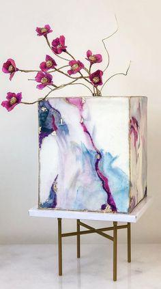Cake Wallpaper, Cute Wallpaper Backgrounds, Beautiful Wedding Cakes, Beautiful Cakes, New Cake Design, Contemporary Wedding Cakes, Luxury Cake, Traditional Wedding Cakes, Wedding Colors