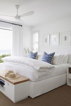 Home Interior Classic 35 Beautiful White Master Bedroom Decorating Ideas - Your bedroom is not just another room in your hose. It is a sanctuary where you rest, unwind and relax. The dcor of your bedroom should match the pur. Home Interior, Interior Design, Interior Colors, Interior Livingroom, Interior Modern, Interior Paint, Design Seeds, Suites, My New Room