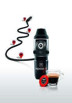 Lavazza Espressgo macchina da caffè portatile per auto. Scopri tutti i regali per chi ama l'auto!