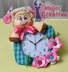 Reloj ovejita Cold Porcelain, Sheep, Diy And Crafts, Clock, Dolls, Christmas Ornaments, Holiday Decor, Ideas, Clock Art