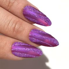 Micro-Lite Collection✨ The micro-lite glitters are specially formulated to have both a stunning iridescent shimmer & spark of holographic glitt. Acrylic Nails Coffin Glitter, Purple Glitter Nails, Summer Acrylic Nails, Bling Nails, Holographic Glitter, Gradient Nails, Violet Nails, Purple Nail Art, 3d Nails