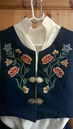 Nordslandbunad #broderi #embroidery Folk Costume, Costumes, Historical Dress, Color Shapes, Traditional Dresses, Norway, Folk Art, Scandinavian, Textiles