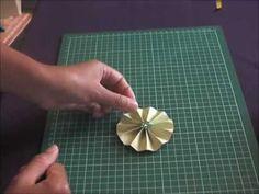 ▶ Tutoriel embellissement cocarde en papier - YouTube