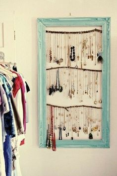 r sultats de recherche d 39 images pour fabriquer un porte collier porte bijoux mural. Black Bedroom Furniture Sets. Home Design Ideas