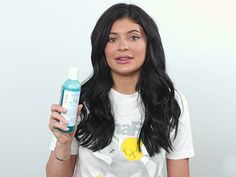 There's a lot of makeup happening in the Kardashian/Jenner world. So it's only natural to wonder what the sisters like to use at night to wash off all that contour. Thankfully, Kylie Jenner just posted a video on her...