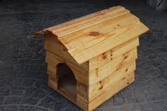 Casita de perro barnizada #madera #artesanal #diseño #interior #exterior #decoracion