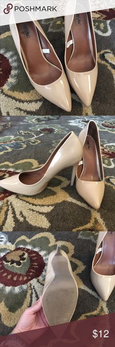 Mossimo Nude Patent Pumps Gently used Mossimo Nude Patent Pumps. Worn once for about 6 hours. In fantastic condition Mossimo Supply Co Shoes Heels